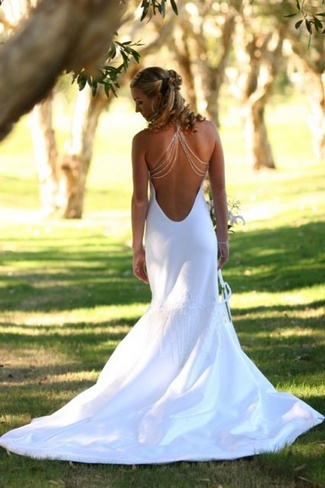 15 beautiful backless wedding dresses gowns for Low backed wedding dresses
