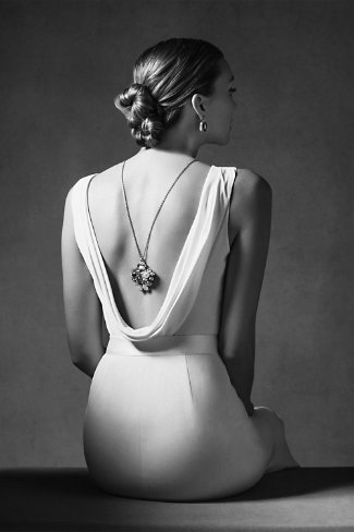backless wedding dress.