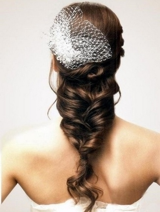 http://www.confettidaydreams.com/wp-content/uploads/2013/04/20-Long-Wedding-Hairstyles-2013-01-21.jpg