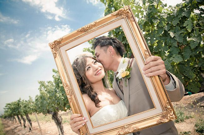 22 Wedding Photo Poses & Ideas {Real Brides}