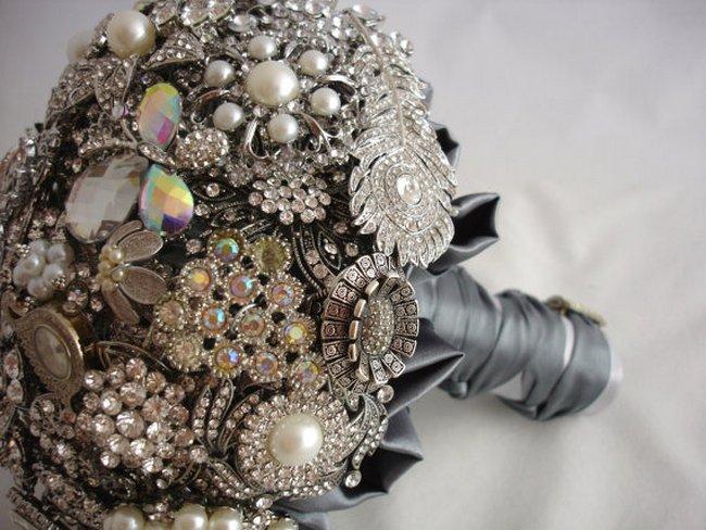 Heirloom Vintage Treasure Trinket Brooch Bouquet