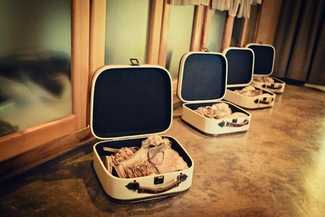 Vintage Wedding Décor Idea - Vintage Suitcase