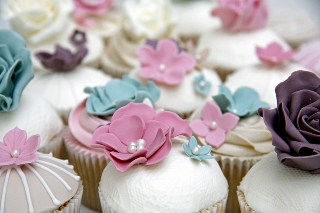Lacy Flower Cupcakes | Barney's Bakery