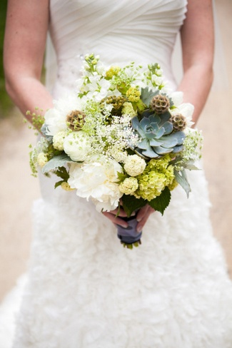 White, Cream and Natural Succulent Bouquet Ideas