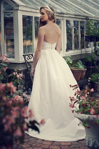 Elbeth Gillis 2014 Bridal Collection {Exclusive Premiere}   Aurora