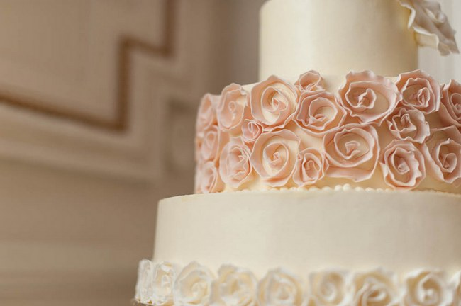 Ruffled Wedding Cake :: Peach and Blush Autumn Wedding at the Tupper Manor by Kristen Jane Photography | Seen first on ConfettiDaydreams.com