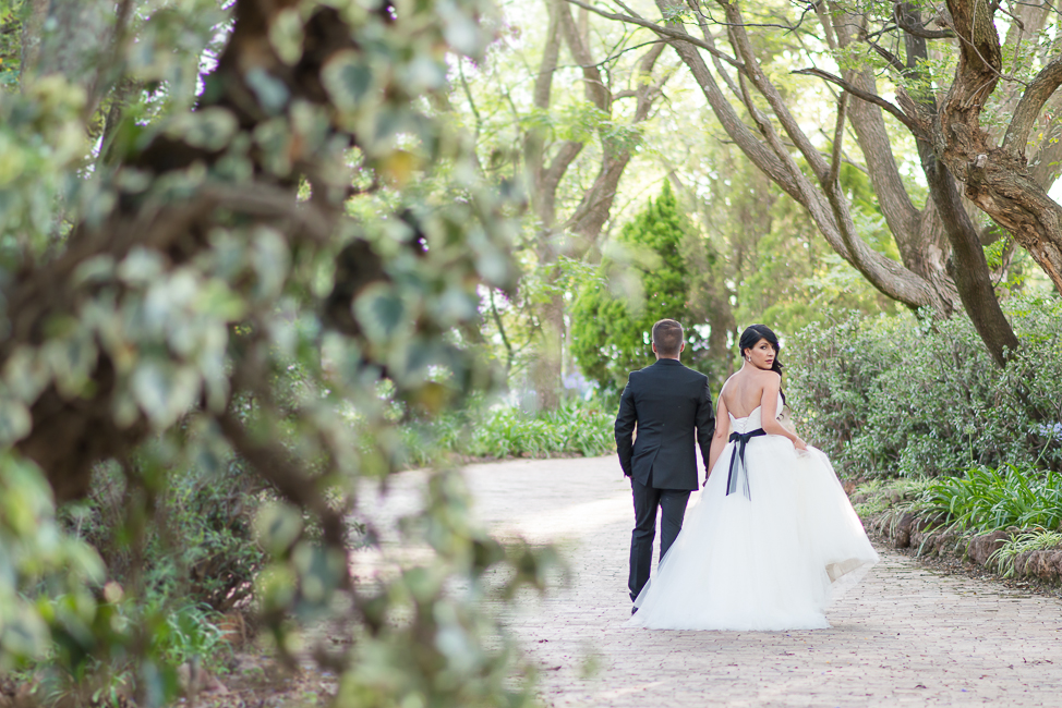Sophisticated Black and White Cocktail Style Wedding at Moon and Sixpence (20)