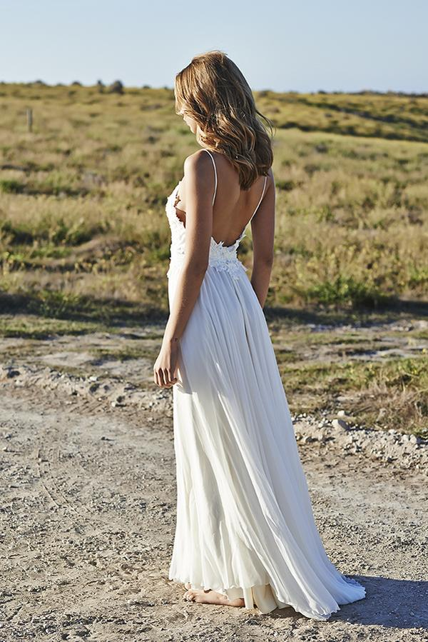 The 13 steamiest backless wedding dresses and gowns not to for Backless beach wedding dresses