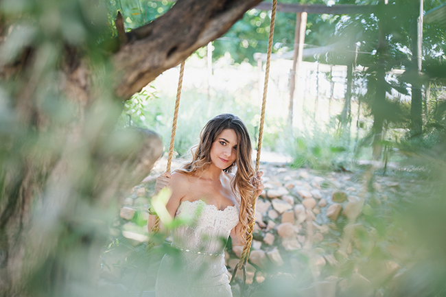 Outdoor Portraits // Vintage Elegance Neutral South African Wedding //Lauren Kriedemann photography // via www.ConfettiDaydreams.com //