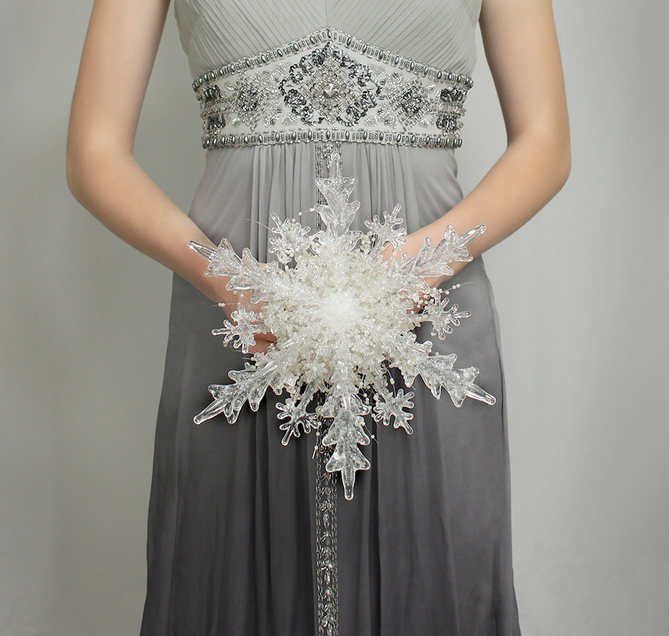 Silver Grey and White Winter Wedding Ideas ConfettiDaydreams (5)