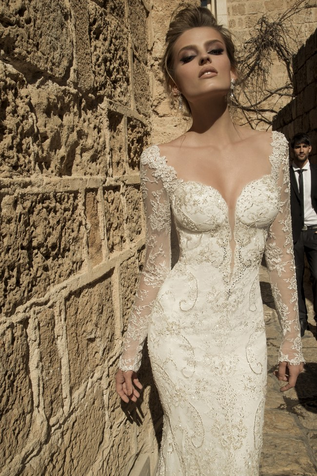 stunning long sleeved wedding dresses