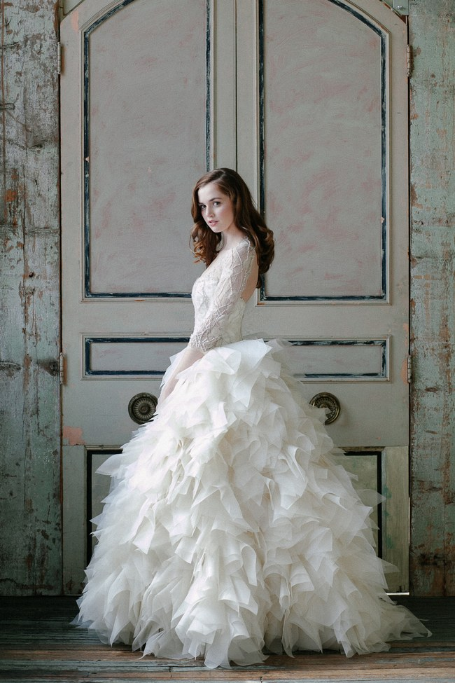 21 ridiculously stunning long sleeved wedding dresses for Fluffy skirt under wedding dress