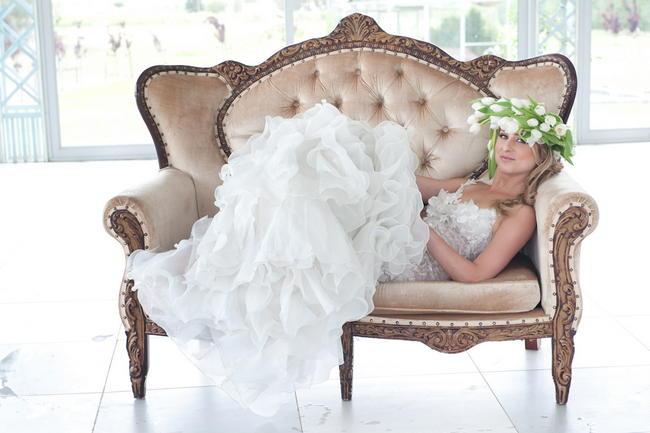 Chic Fresh White Wedding Style/ Anna Georgina by Kobus Dippenaar dress / ST Photography/ Nina Brown Stylist / Blank Canvas Events