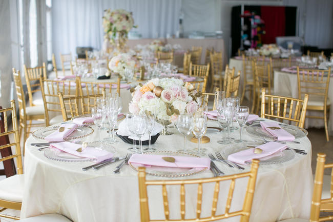 Stunning Round Wedding Table Setting Beautiful Rustic Elegance In Blush Cream Gold