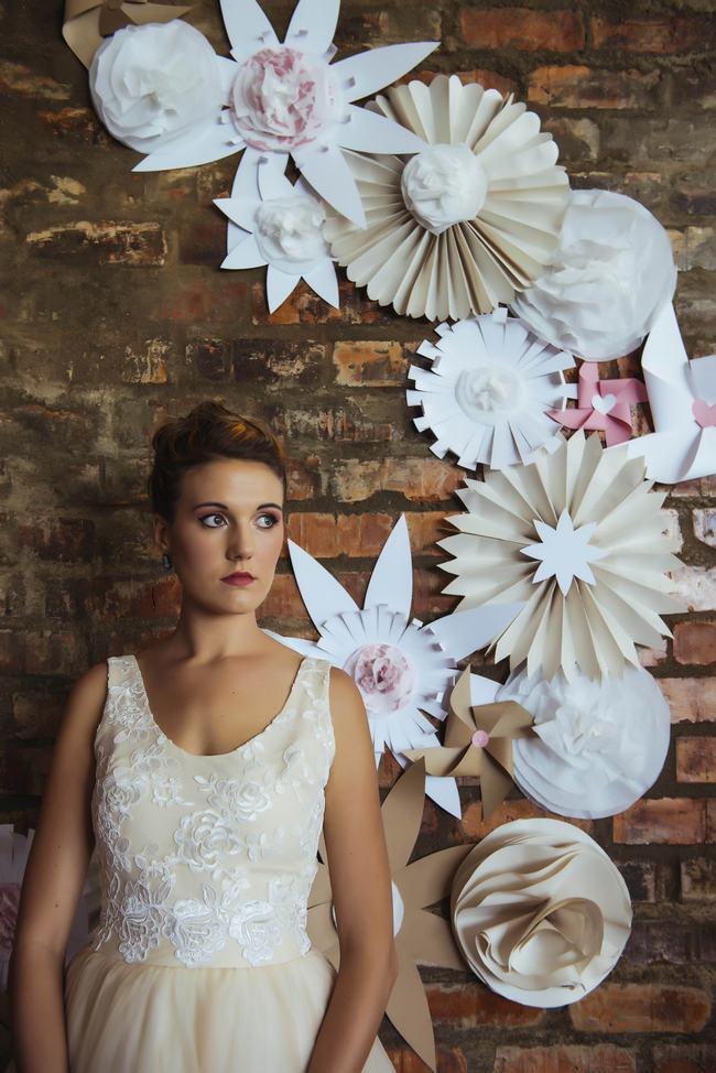 DIY Paper Wedding Ceremony Backdrop // Rockabilly Wedding Ideas // Claire Thompson photography