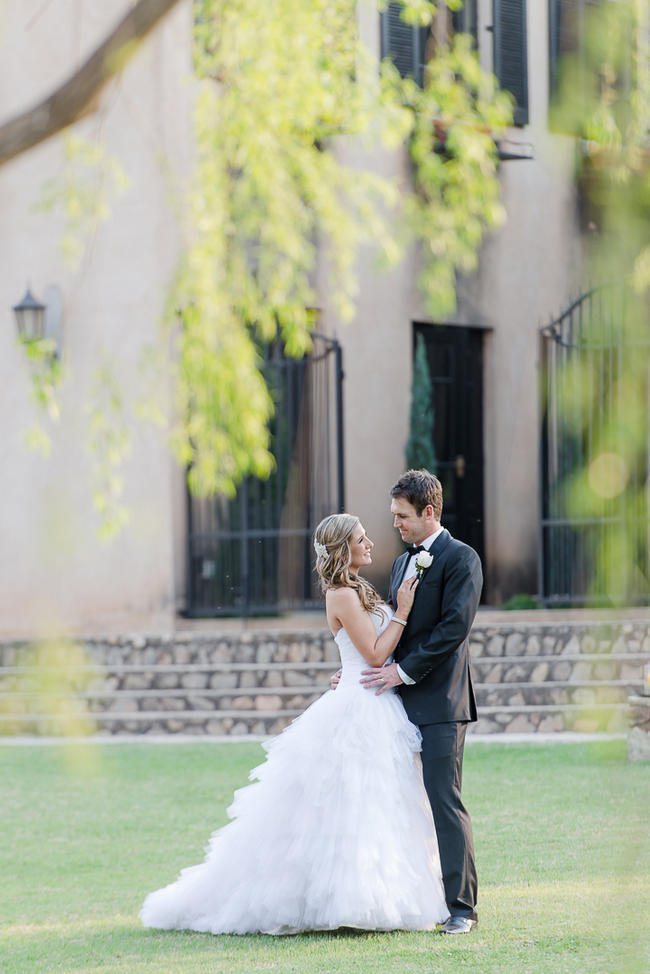 Picture perfect, romantic couple photos after the ceremony // Lightburst Photography