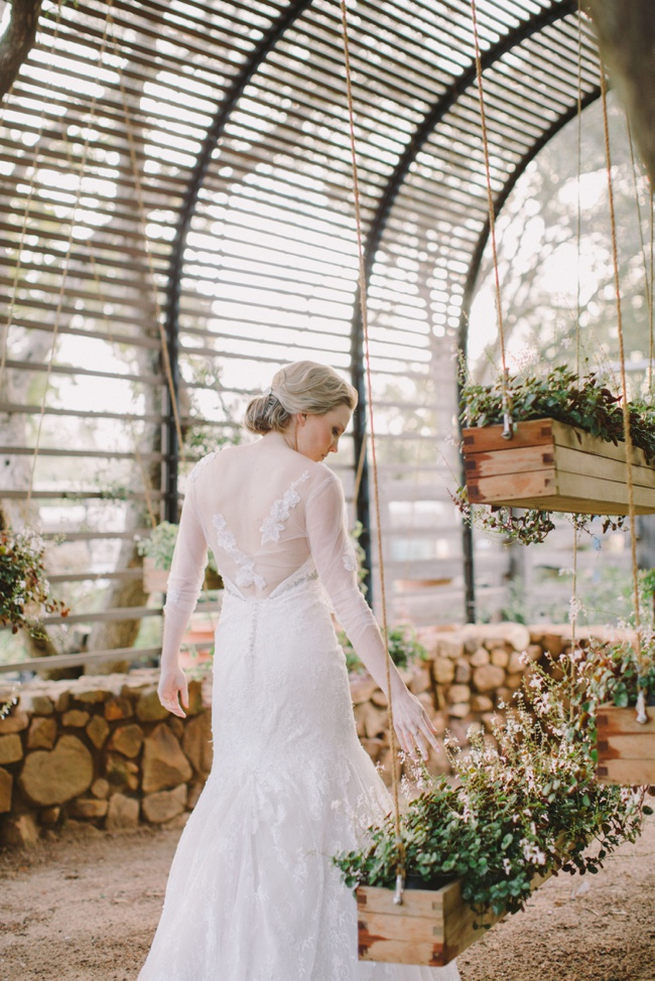 Click to see this gorgeous Navy Gold Wedding at Babylonstoren / Charlene Schreuder Photography
