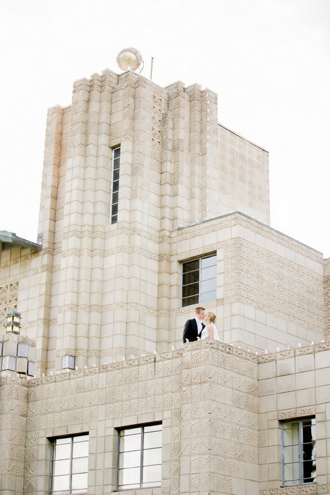 Uber romantic couple photos in this Glamorous Gatsby Inspired Wedding by Elyse Hall Photography on ConfettiDaydreams.com