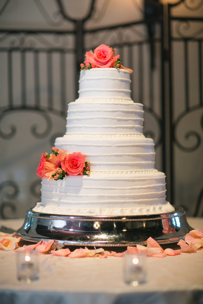 Rustic white wedding cake with fresh peach roses. Cute Coral Gray wedding at Briscoe Manor, Houston, by Luke and Cat Photography