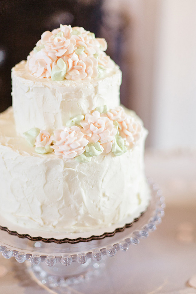 Simply elegant white cake with cream flowers. / Elegant Milwaukee Wedding Valo Photography