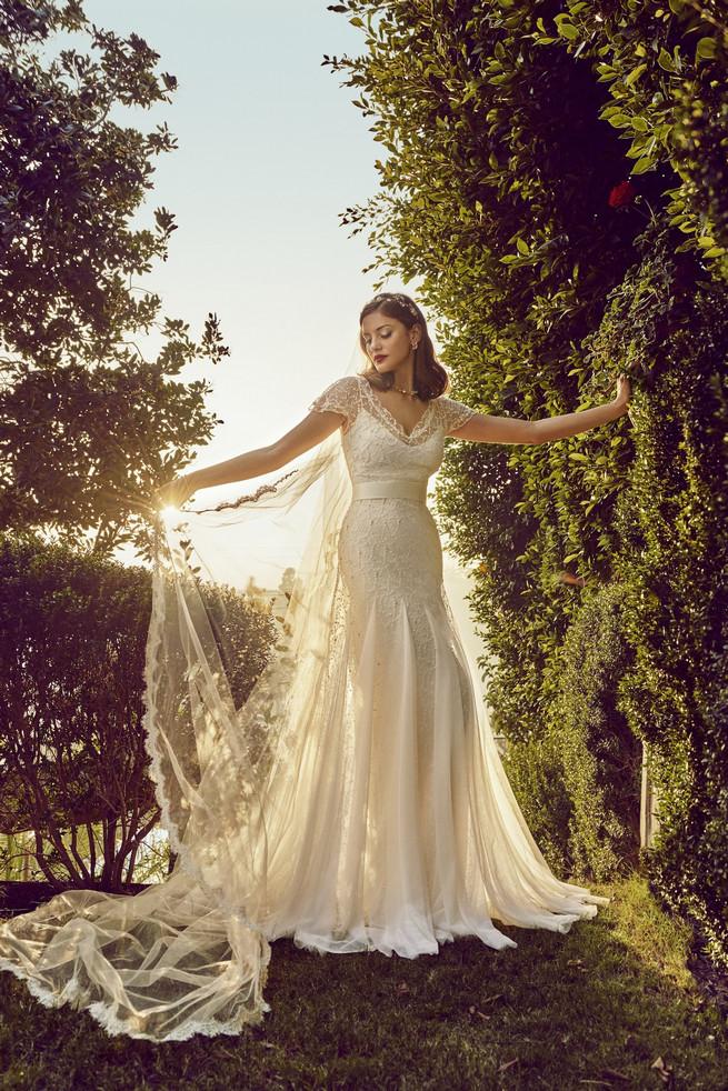 Old Hollywood Glam Wedding Dress (10)1