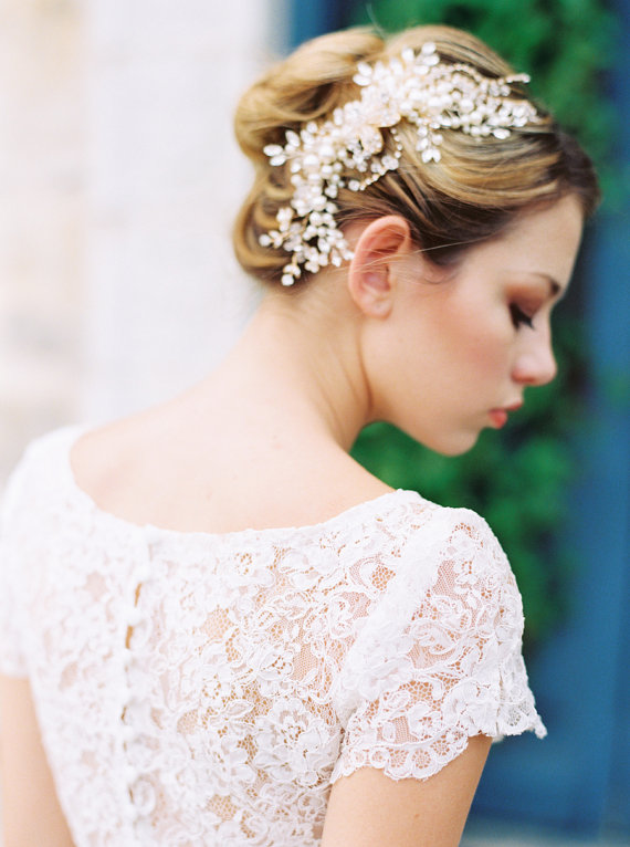 Whether your style is a 'vintage inspired bride', a 'gatsby glamour bride', and not to mention the 'classic bride' or a 'modern bride', Roman & French is a specialty online store with beautiful quality and variety for all brides and her bridal party.