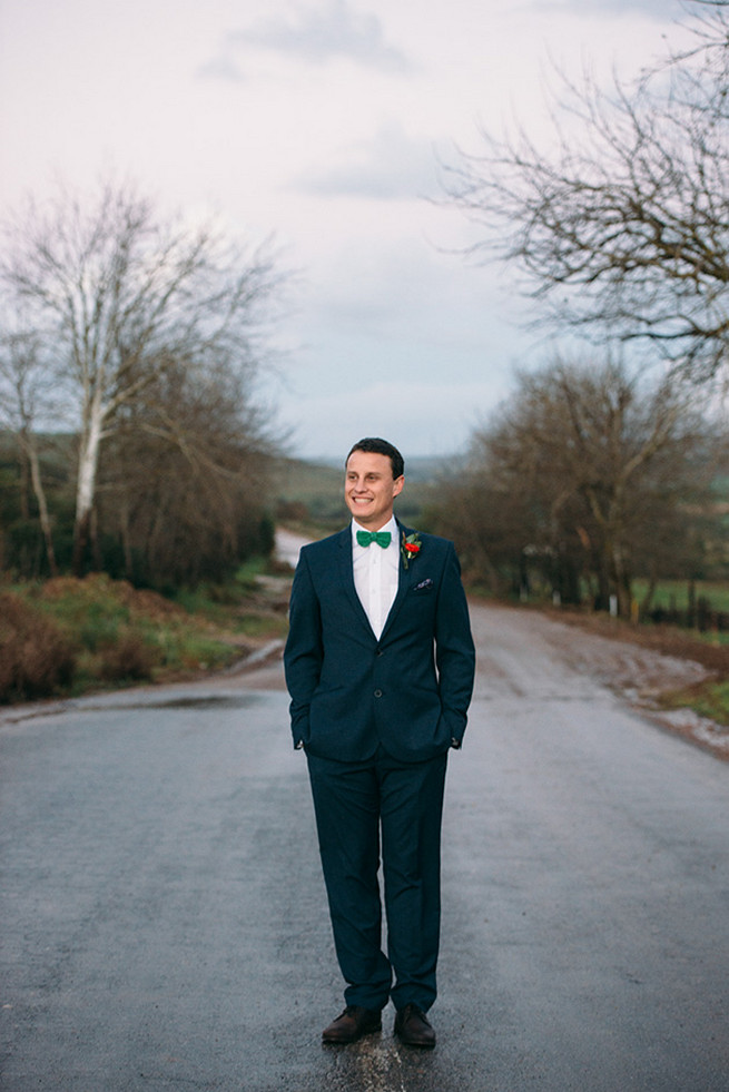 Rainy day couple photographs. Woodlands Winter Wedding in deep blue, burgundy and emerald green // Knit Together Photography