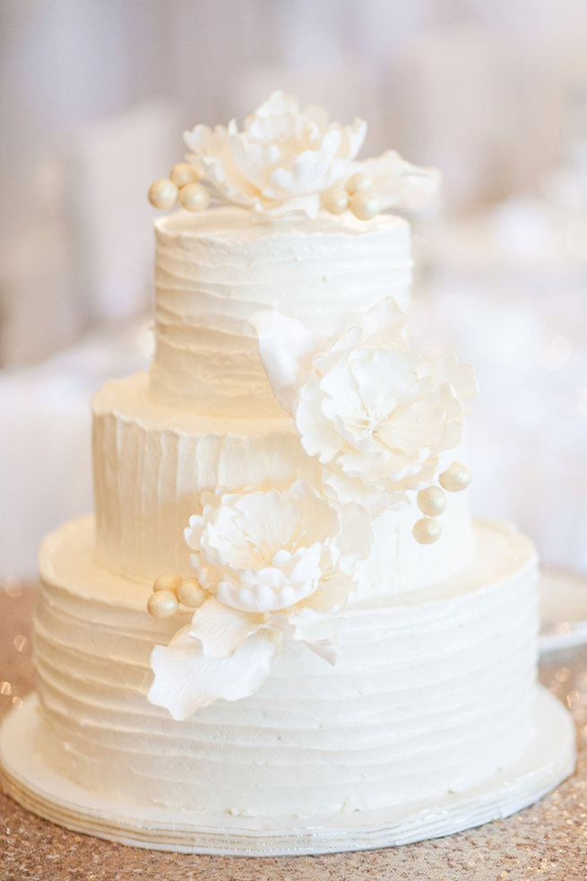 25 Amazing All-White Wedding Cakes