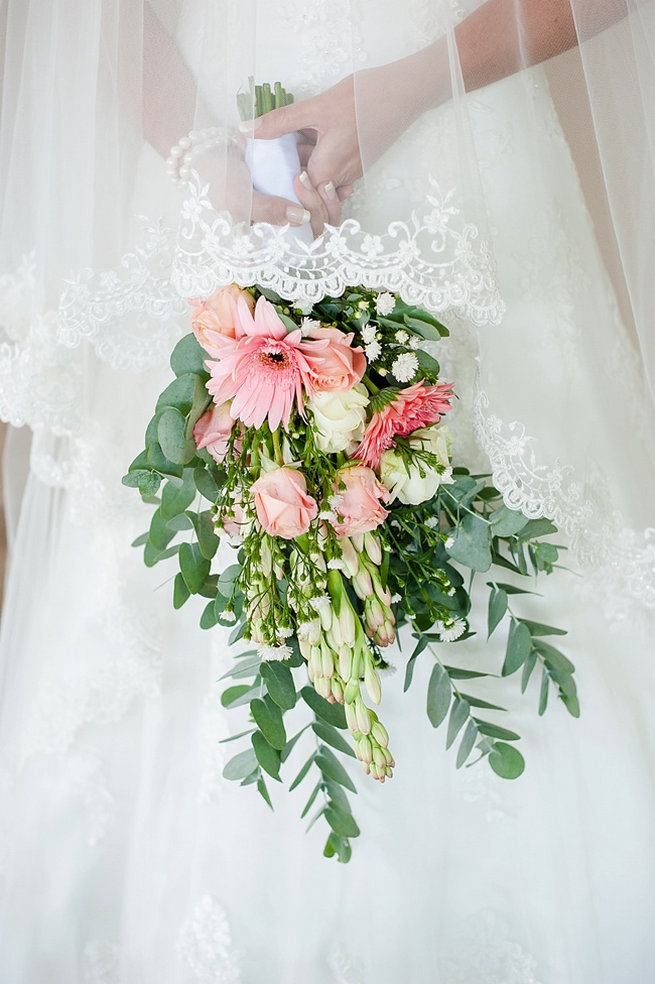 Bouquet recipe: Eucalyptus leaves, peach lisanthius, peach roses, pink gerbera daisy // D'amor Photography