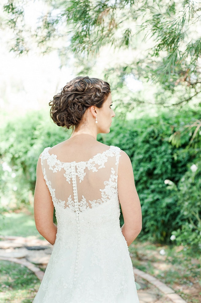 Love this wedding upstyle with braid. // D'amor Photography