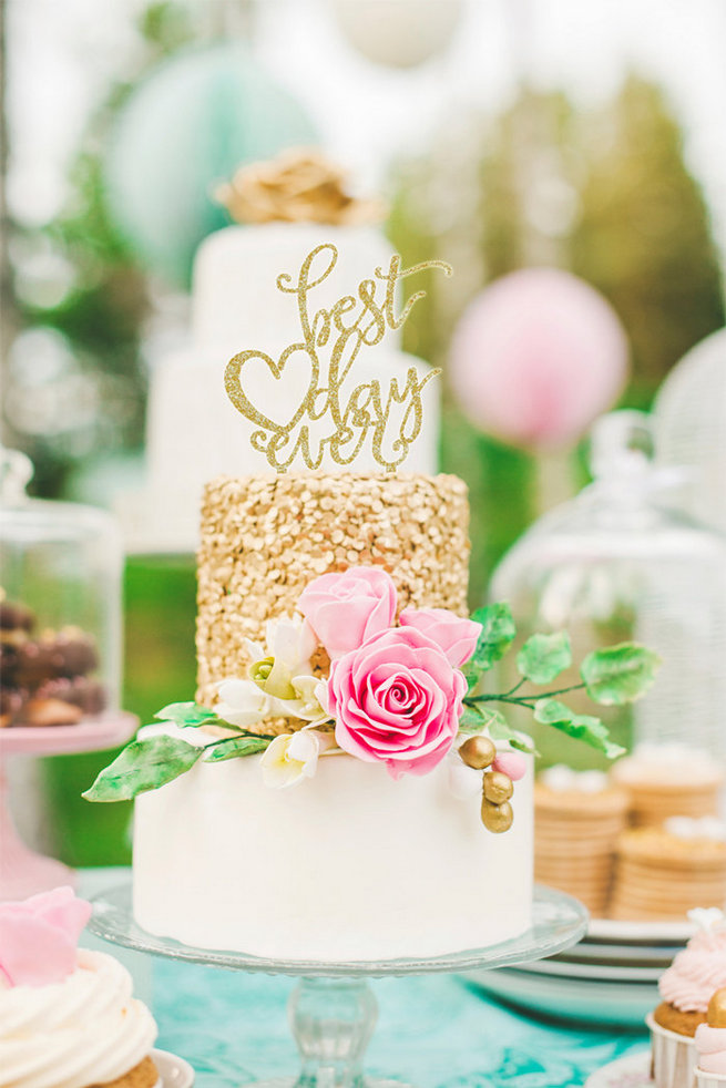 27 of the Cutest Wedding Cake Toppers You\'ll Ever See