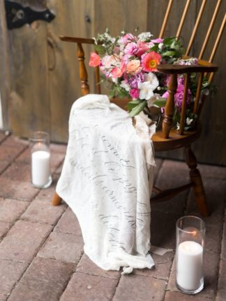 These beautiful, environmentally friendly eco wedding ideas are thoughtful and perfect for the conscious bride! Pics: JenS Photography