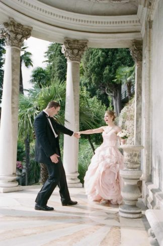 Let's run away to Italy with this elegant Lake Como Italy Elopement! Photographed by Rochelle Cheever