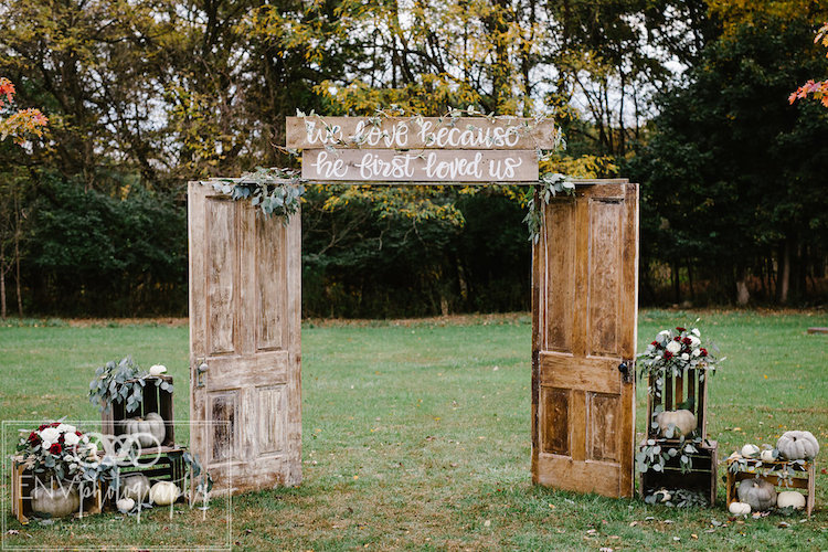 Rustic Fall Barn Wedding in Ohio