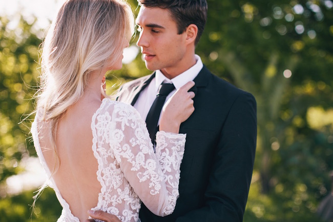 get all the details on how to elope to cape town with advice from wedding planner cara of the mosaic wedding company paired with gorgeous ideas and imagery