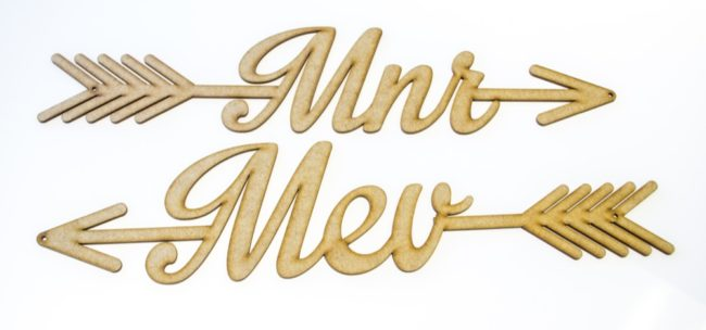 Meneer Mevrou Wedding Sign. See 20 more cute and creative ideas here: https://confettidaydreams.com/mr-and-mrs-signs/