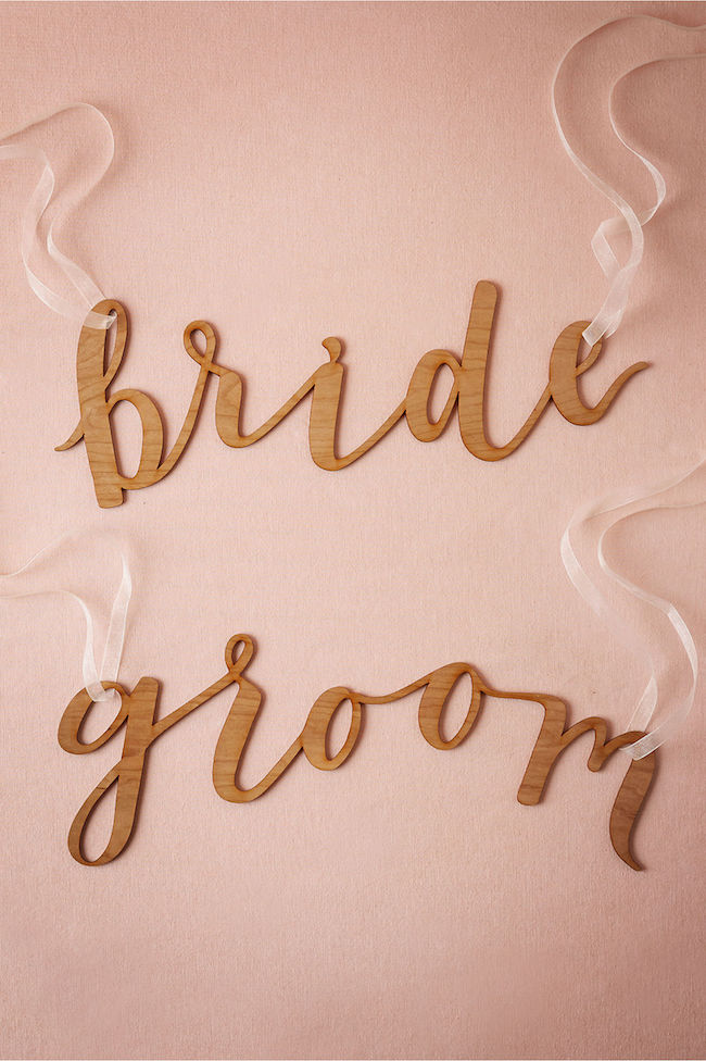 Mr and Mrs Signs chair signs for Bride and Groom in calligraphy. See 20 more cute and creative ideas here: https://confettidaydreams.com/mr-and-mrs-signs/