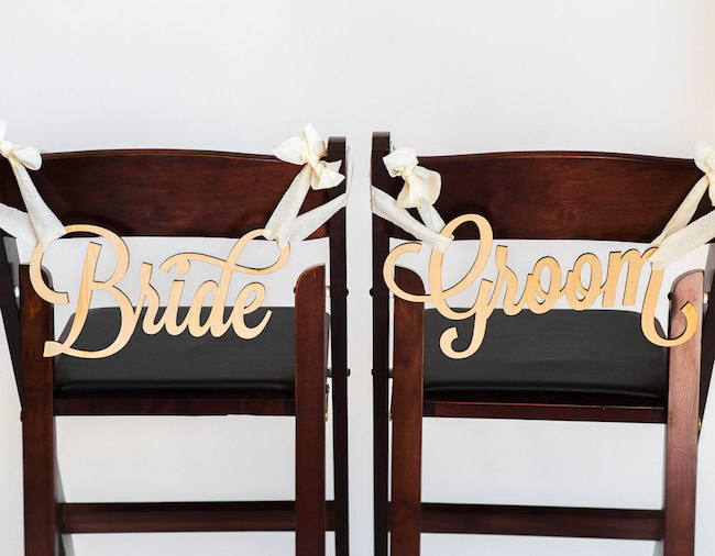 Bride and Groom signs! See 20 more cute and creative ideas here: https://confettidaydreams.com/mr-and-mrs-signs/