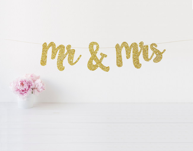 Gold glitter Mr and Mrs Signs See 20 more cute and creative ideas here: https://confettidaydreams.com/mr-and-mrs-signs/