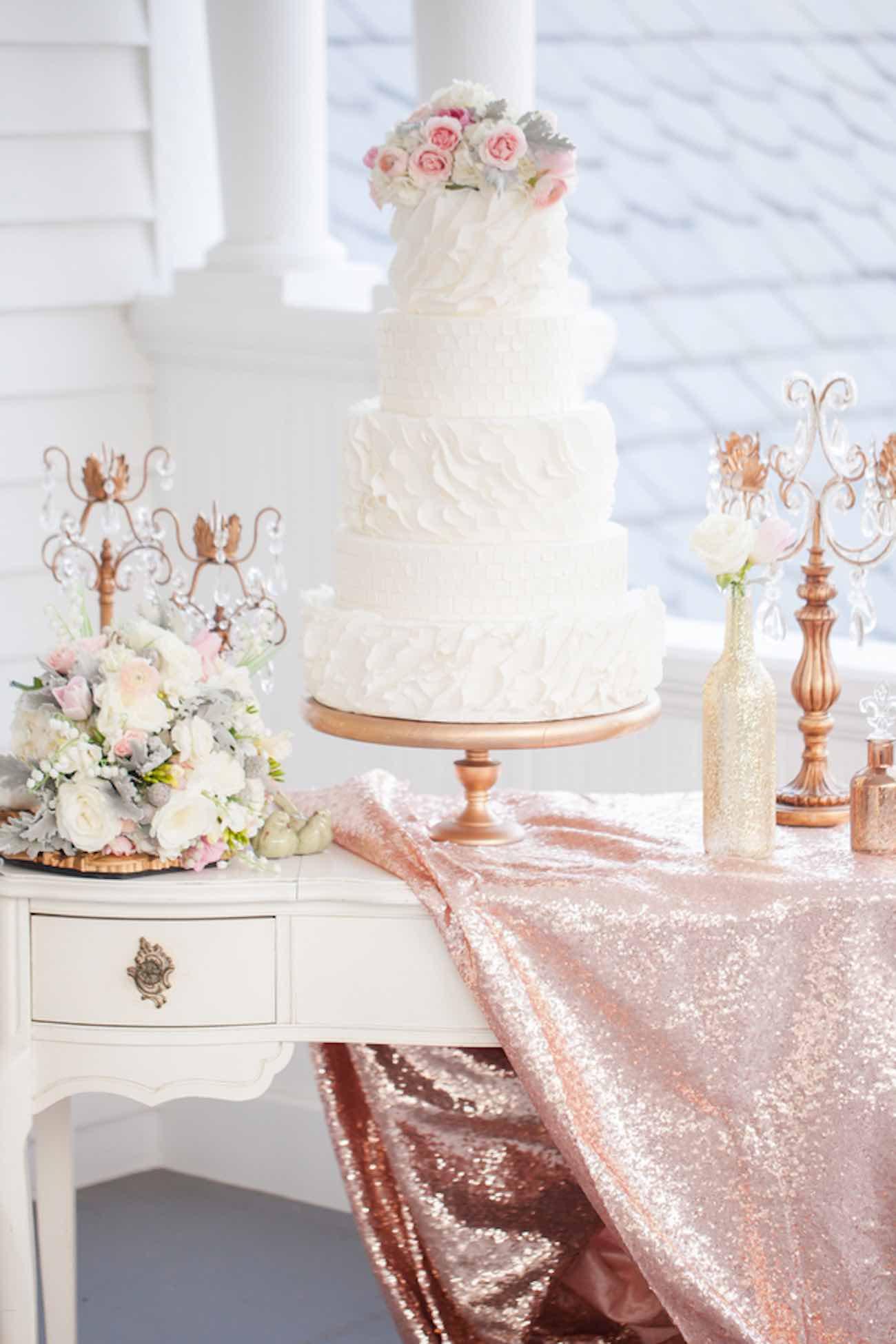 Enchanting Ivory And Gold Wedding Decorations Ideas - The Wedding ...
