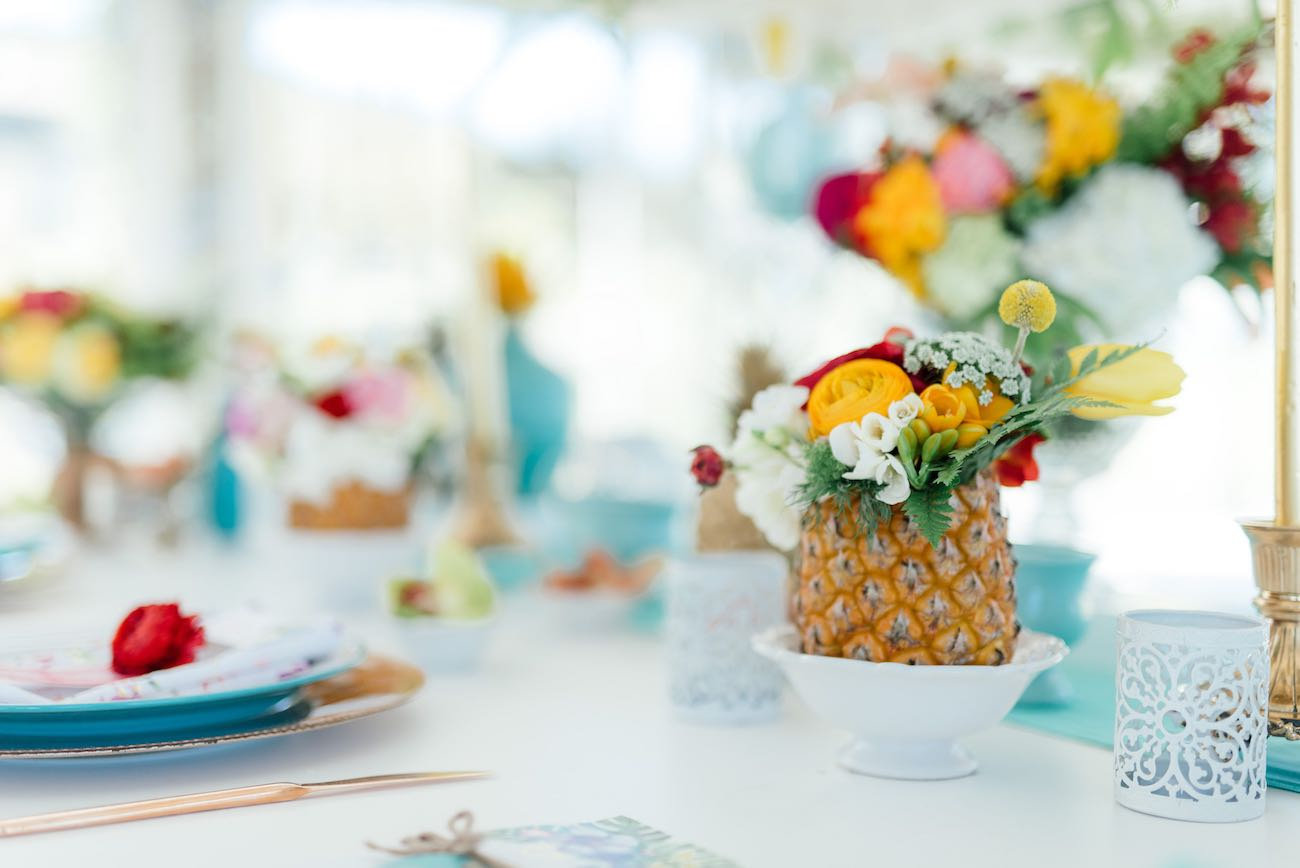 Bright tropical wedding decor from pineapples. Click for the most absolutely gorgeous Tropical Wedding ideas ever!
